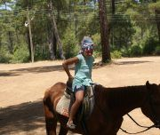 progulka na loshadah 180x152 - Прогулка на лошадях
