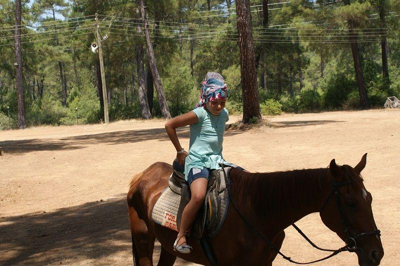 progulka na loshadah - Прогулка на лошадях